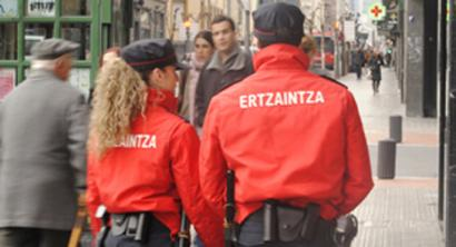 Ertzaintzak euskararen erabilera plana onartu du 32 urteko historian lehen aldiz