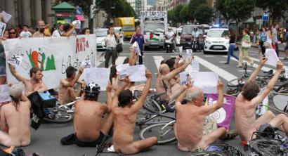 Biluzik eta trafikoa mozten bukatu dute AHTren aurkako bizikleta martxa