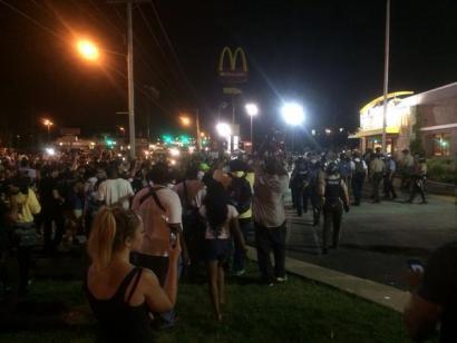 Ferguson, protesta geldirik egitea debekatuta dagoen hiria