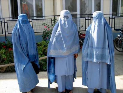 Burka espazio publikoetan erabiltzea debekatu nahi du Espainiako Gobernuak