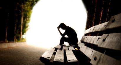 Suizidioa: urtean 800.000 hildako eragiten dituen gaitz tabua