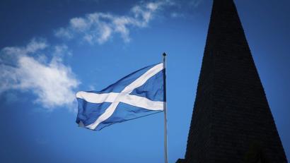 Eskoziari autonomia gehiago aginduz independentzia geldiarazi nahi du Londresek