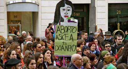 Abortuaren lege erreforma atzera bota dezake Espainiako Gobernuak