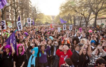 Abortuaren legea bertan behera geratuko dela adierazi du Rajoyk