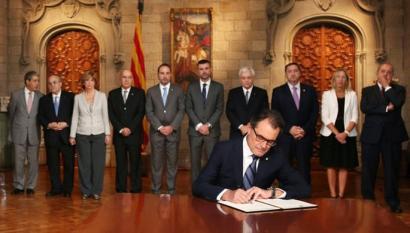 Kataluniako galdeketa geldiarazteko helegitea onartu du Espainiako Gobernuak