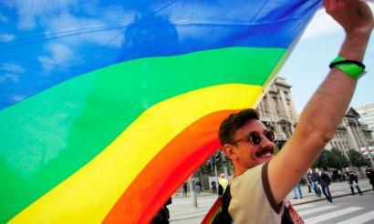 Homofobiaren aurkako lege aitzindaria onartu du Kataluniak
