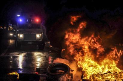 Hamabi hildako Turkiak Kobaneri laguntza ukatzearen aurkako protestetan