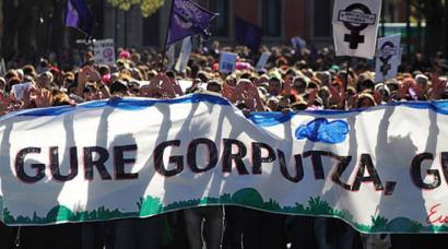 Abortuaren aurka Nafarroako Gobernuak martxan daukan helegitea kentzeko eskatu du parlamentuak