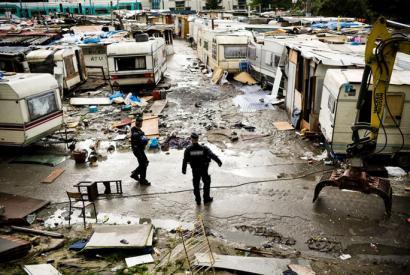 Frantziako romi kanpalekurik zaharrenetariko bat hustu dute