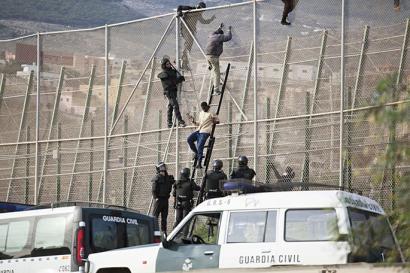Espainiako Gobernuak atzerritarren legea aldatu nahi du, nazioarteko eskubideen aurka