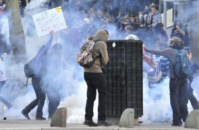 80 atxilotu inguru Frantzian, hildako ekologistaren aldeko manifestazioetan