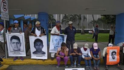 Mexikon hildako 43 ikasleen auzia salatzeko protestan Acapulcoko aireportua itxi dute