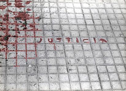 I�aki Oyarzabalek dio poliziak bere burua �defenditzeko� egin zuela Gasteizko 1976ko sarraskia