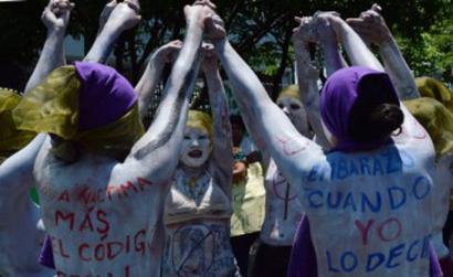 Bortxaketak eta abortuaren debekuak suizidiora eraman ditu hainbat nerabe El Salvadorren