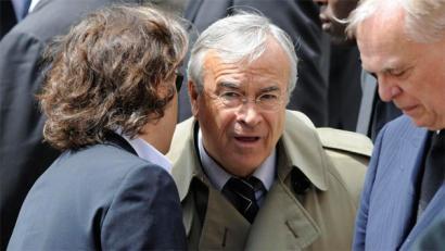 Futbola eta ustelkeria: atxiloketak Frantzian, irregulartasun salaketak FIFAn