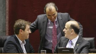 Osasunari zorra barkatu dio Nafarroako Parlamentuak: politikarien erreakzioak
