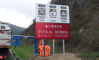 Nafarroako Gobernua auzitara joateko prest Euskal Herri osoa islatzen duten bide seinaleengatik