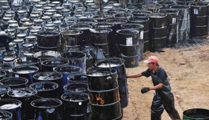 Petrolio upelaren prezioa 2009ko mailara jaitsi da