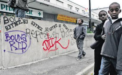 Frantziako bazter auzoetan immigranteek darabilten 'beste' hizkuntza hori