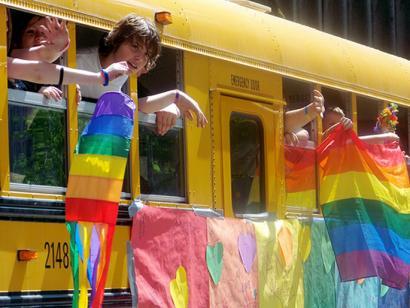 LGBT komunitateari zuzendutako ikastetxea Erresuma Batuan?