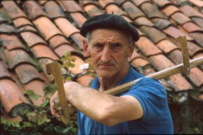 Roman Maiz 'Okelar' zenari azken agurra bertsotan eman dio Jon Azpillagak