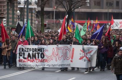 13.000 ikasle kalera atera dira Hego Euskal Herrian erreformen aurka