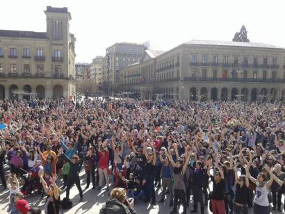 Milaka emakumek Euskal Herriko karrikak hartu dituzte euren eskubideak aldarrikatzeko