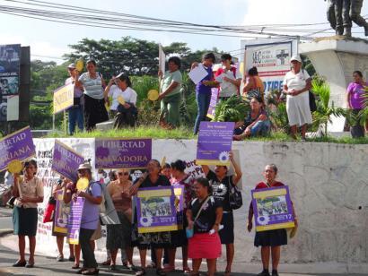 Latinoamerikan emakume elkarteak eta mugimendu feministak elkarrekin