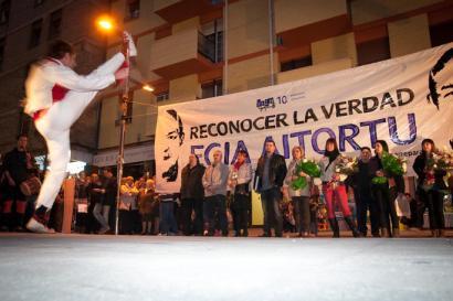 Poliziaren indarkeriaren biktimak kontuan hartuko dituen legea onartuko du Nafarroako Parlamentuak