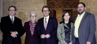 Independentzia 18 hilabetean gauzatzeko bide orria adostu dute Katalunian