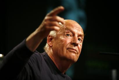 Eduardo Galeano idazlea hil da