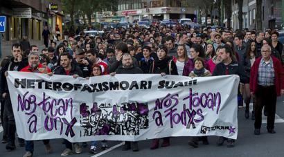 Eraso homofobo eta arrazistek gora egin dute Hego Euskal Herrian