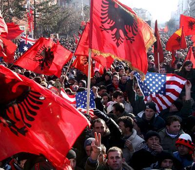 Mazedoniako albaniarren altxamendua eta AEBen esku luzea