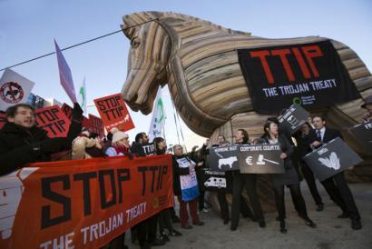 TTIPi buruzko bozketa atzeratu dute Estrasburgon, kontsentsu eza dela eta