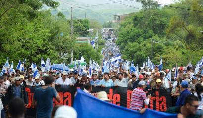 Nikaraguako kanal berriaren aurka milaka pertsona atera dira kalera