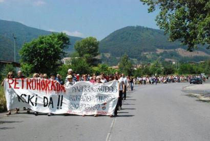Petronor kontrolatzeko mahaia bultzatzea eskatu diete Eusko Legebiltzarreko talde politikoei