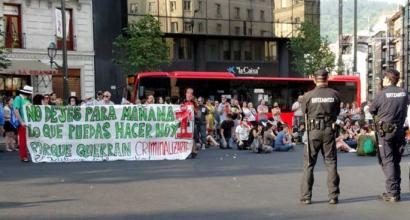 Mozal legearen aurka Euskal Herrian ere protestak egin dituzte