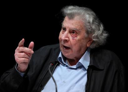 Mikis Theodorakisen dei larria Grezian demokrazia, lurra eta askatasuna defenditzeko