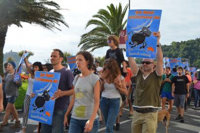 Mila pertsonatik gora elkartu dira Donostian zezenketen aurka