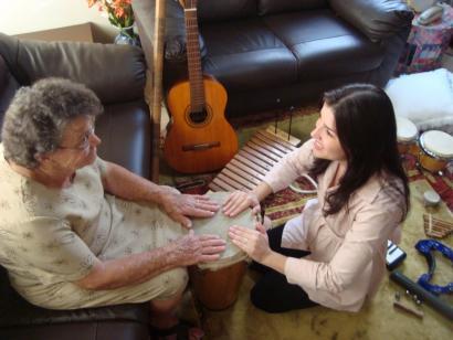 Musikoterapia: musika bidez Alzheimer gaixoen oroimena lantzen