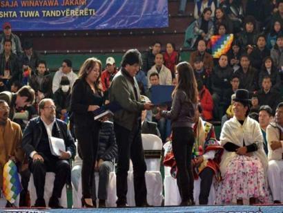 Jatorrizko hizkuntzetako bat behintzat ikasi beharko dute Boliviako funtzionarioek