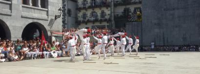 Lehen aldiz emakumeek ere Ezpatadantza dantzatu dute Leitzako jaietan
