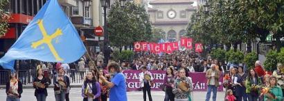 Asturierari bultzada eman eta ofizialtasuna aitortzeko eskatu dute