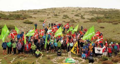 Euskal Herriko erdigunera independentziaren aldeko aldarria eraman dute mendizaleek