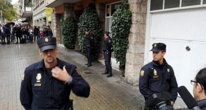 Pujoldarrak jomugan: Espainiako Poliziak sendiaren etxebizitzak miatu ditu