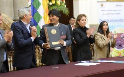 Evo Moralesek Bolivia Zero Zaborrera hurbildu du Hondakinen Legearekin