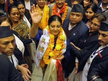 Nepalen lehenbizikoz presidentea emakumea eta komunista