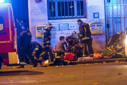 Sarraskia Parisen: 129 hildako, 352 zauritu eta Frantziako Estatua larrialdi egoeran