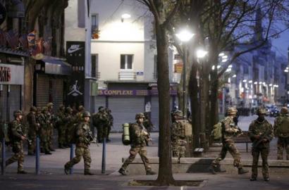 Bi hildako eta zazpi atxilotu Parisen egindako polizia operazioan