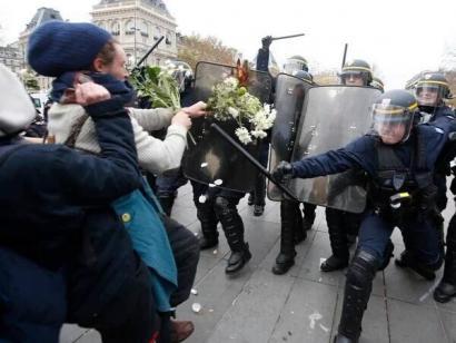 Parisko sarraskien ondotik, Frantziako Estatua ixuri itsusian lerratzen ari ote?
